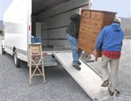 מעמיסים משאית הובלות