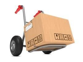 עגלה עם קרטון עליה מוכן להעברה למשאית לקראת הובלה