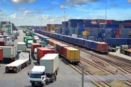 מכולות עם מטען שמועברות באמצעות רכבת