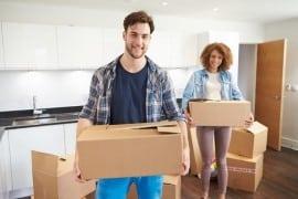 זוג מתכונן לקראת מעבר דירה