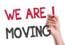 שלט we are moving לפני מעבר דירה